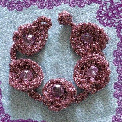 Bracciale in Lamè rosa , realizzato all'uncinetto.
