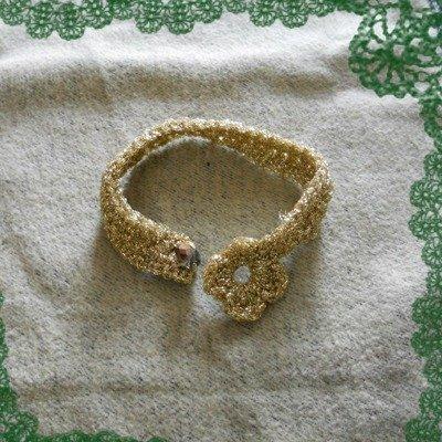 Bracciale in Lamè dorato, realizzato all'uncinetto.