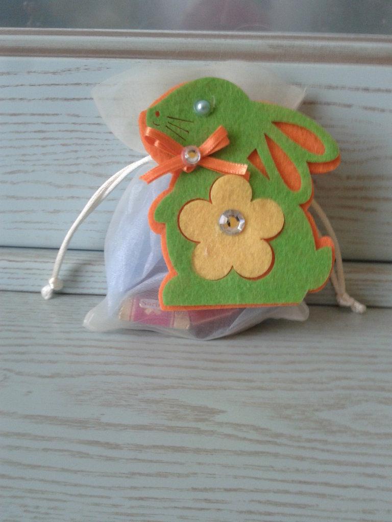 Spilla Coniglio di Pasqua in feltro con sacchetto