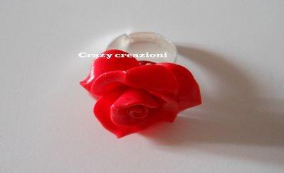Anello rosa rossa in fimo