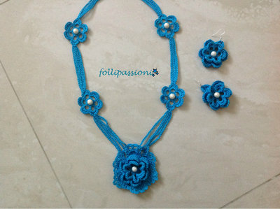 Parure azzurra uncinetto e perle