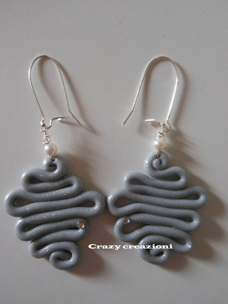 Orecchini in fimo argento perlato a spirale