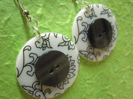 orecchini con BOTTONI grigio / bianco - BUTTON earrings handmade - grey / white - wear my vintage collection