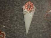 """coni per riso decorati a mano in cartoncino panna """"fiore"""""""