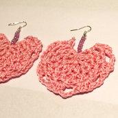 Orecchini uncinetto rosa con perline viola