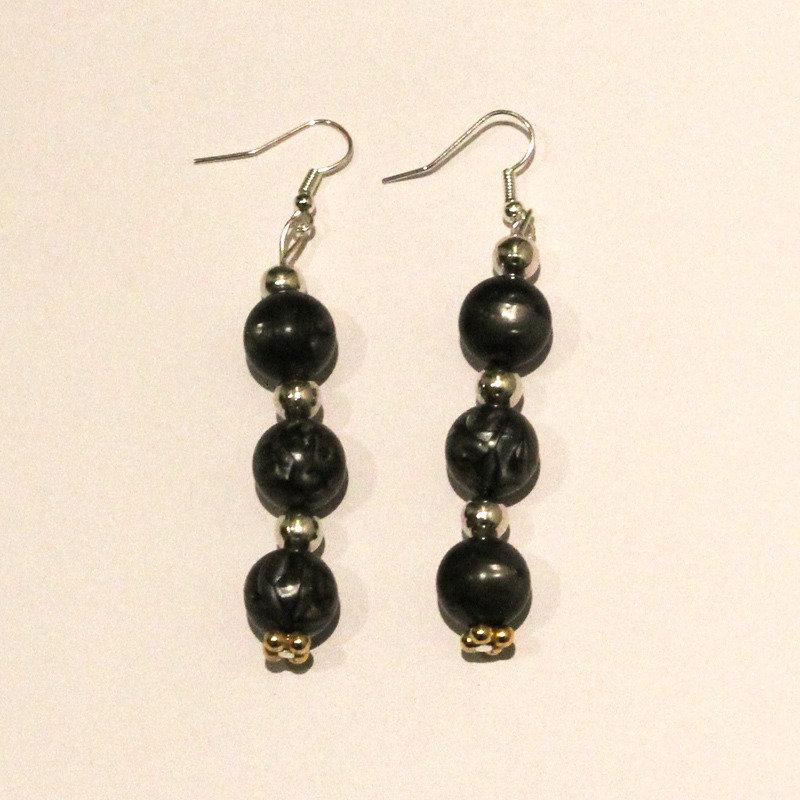 Orecchini con perle grigie e argentate