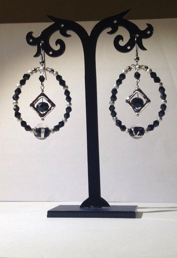 Orecchini mezzo cristallo nero,cornice argentata,perle rame argentato stardust