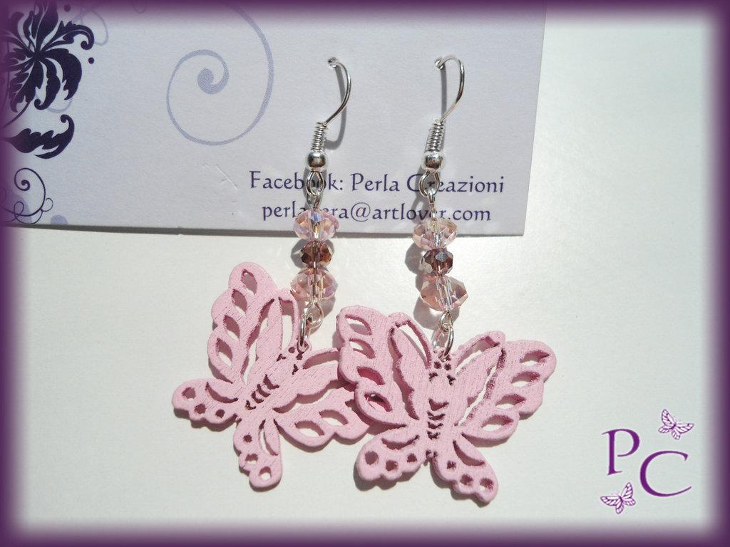 Orecchini pendenti in legno - farfalle rosa