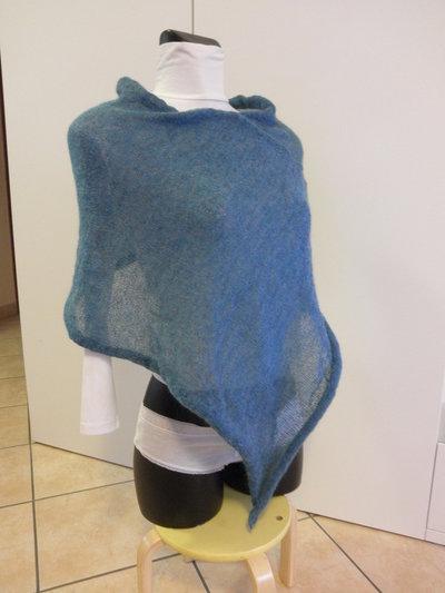 Poncho azzurro cobalto,puro mohair,leggerissimo,per donna