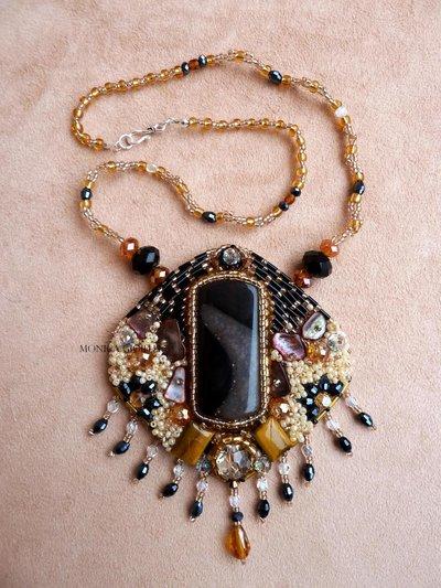 """Collana con pietre e perline fatta a mano con tecnica embroidery  """"Lady marmalade"""""""