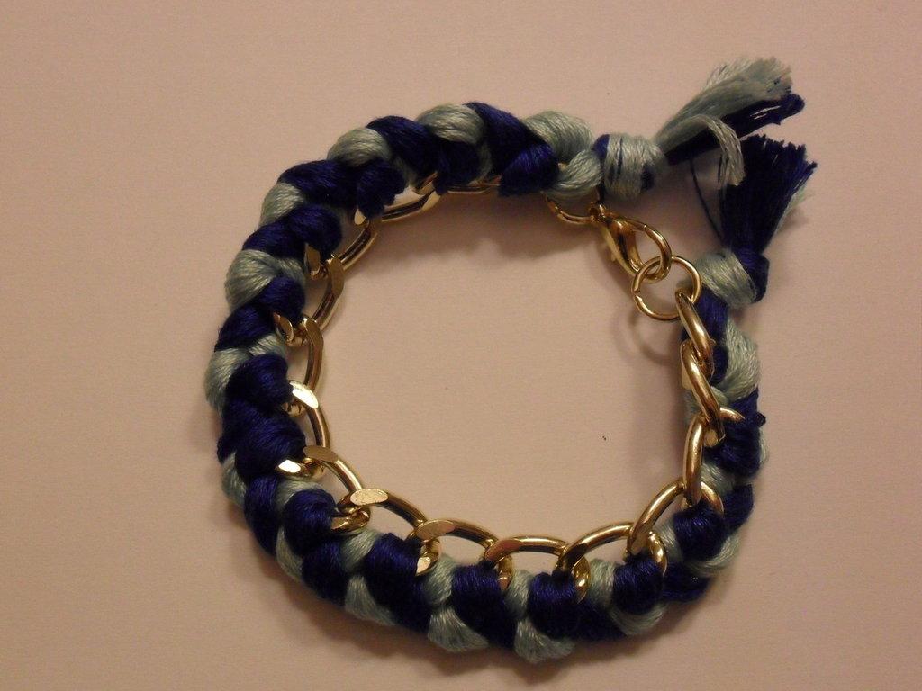 Bracciale con filo di cotone blu