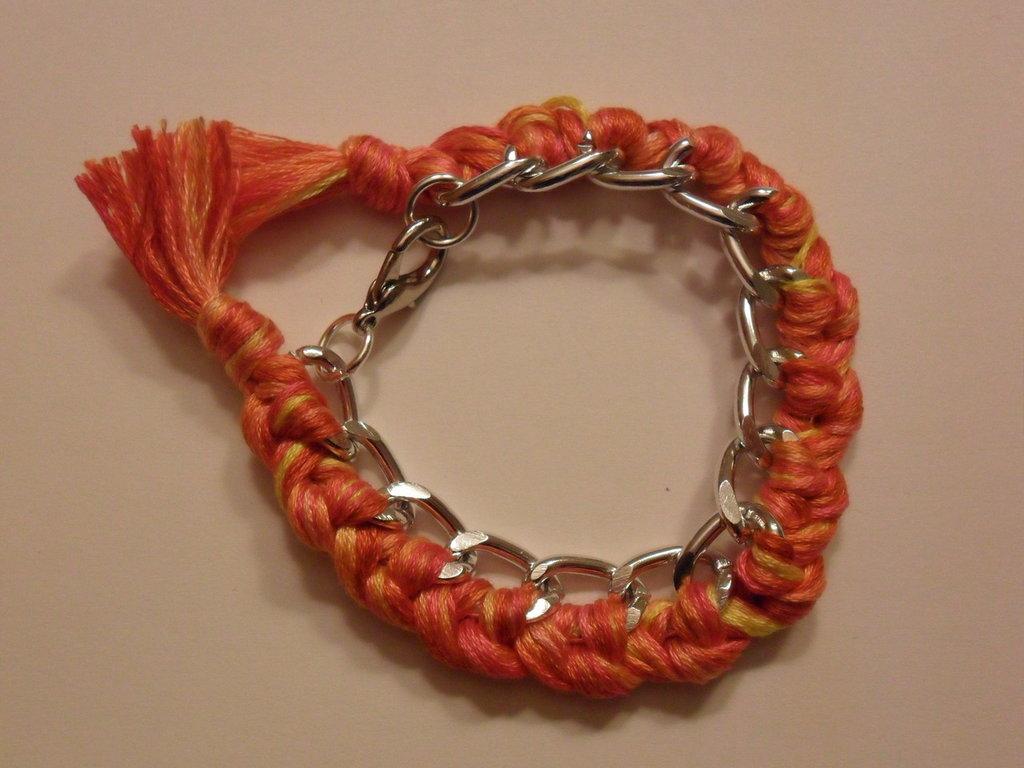 Bracciale con filo di cotone sfumato arancione