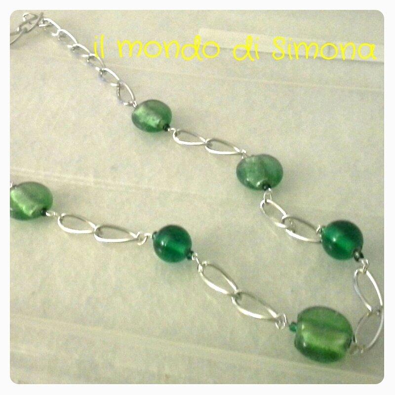 collana catena color argento e perle di vetro verde