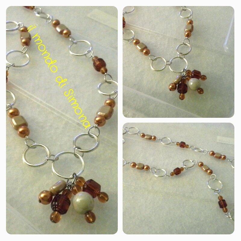 collana a cerchietti color argento e perle do cetro color anbra/marrone
