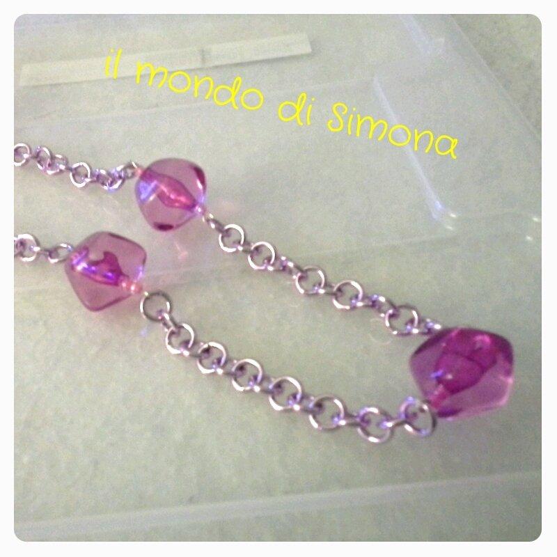 collana di catena viola con 5 perle di vetro rosa di grandi dimensioni