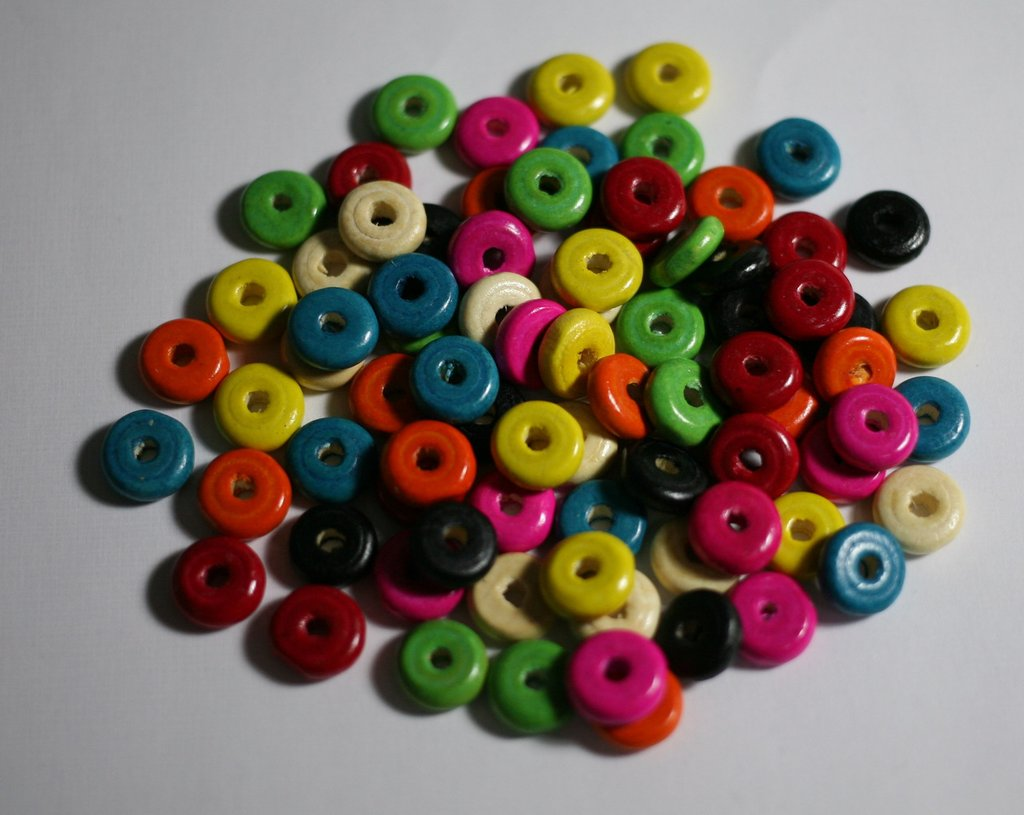 80 perle in legno a disco. 80 pearls in wood to disc.