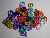 50 ciondoli in resina colorata peace&love. 50 swing in colorful resin peace