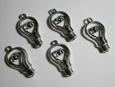 12 ciondoli lampadina. 12 charms light bulb.