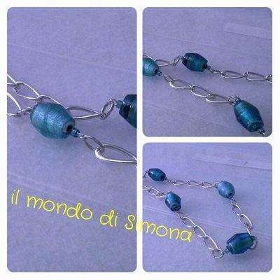 collana lunga a catena color argento e perle di vetro ovali azzurre