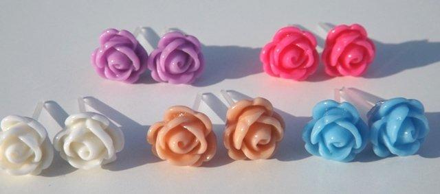 Orecchini rose a lobo,perno,silicone,san Valentino in resina