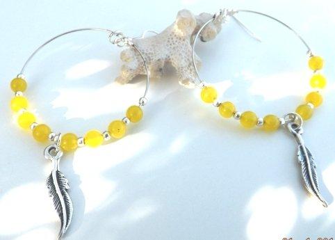 Orecchini cheyenne con agata gialla e charm piuma