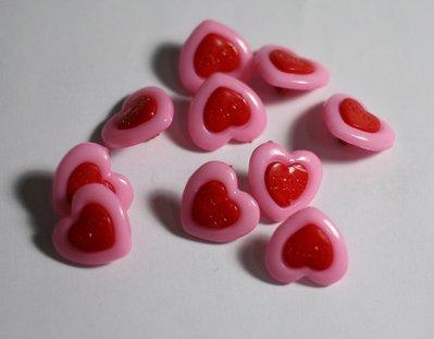 Bottoncini a cuore in plastica colorati 15mm. Buttons to heart in plastic colored 15mm.