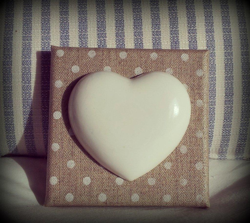 Tela in lino grezzo con cuore