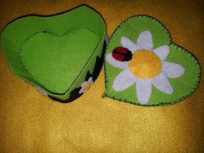 scatola cuore in feltro