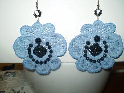 orecchini azzurri con pietra nera