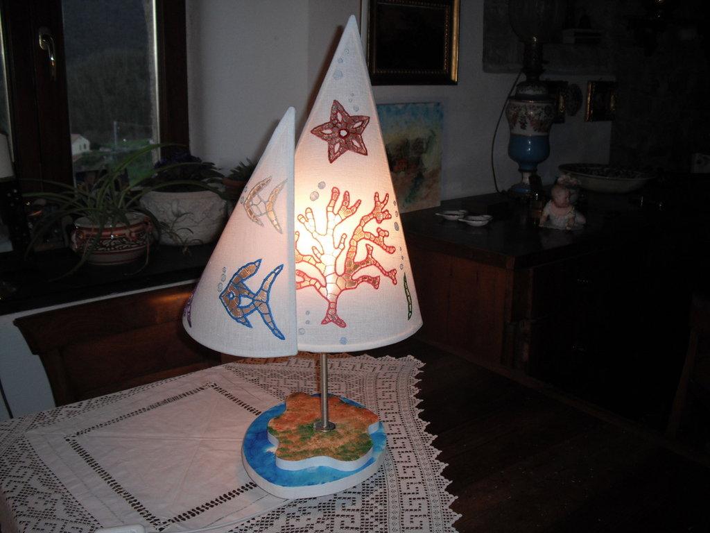 lampada con paralume ricamato-larghezza cm 32 altezza cm 61