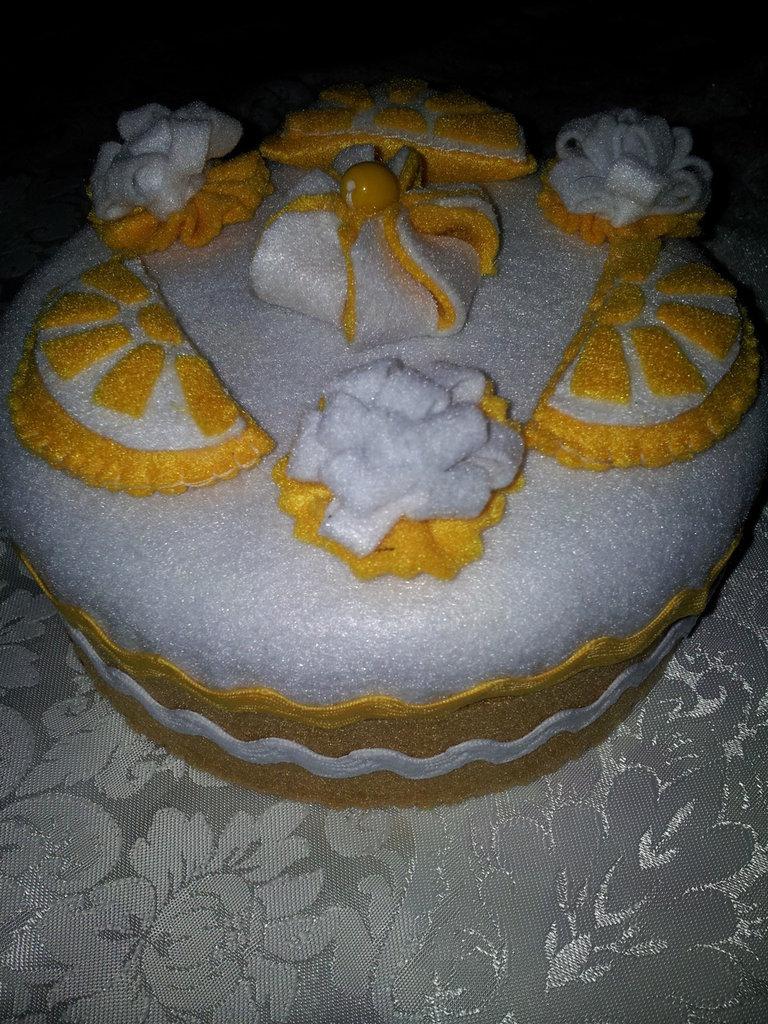 scatola feltro torta al limone