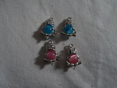 4 charms gufi con perla fuxia o turchese