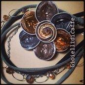 collana in fettuccia e capsule del caffè  marrone  e bronzo