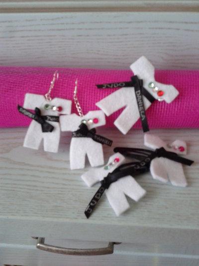 Completo orecchini spilla mollette judogi in feltro
