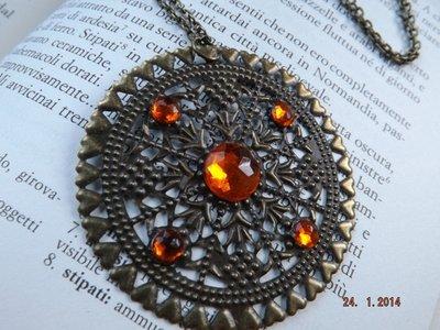 Collana medaglione filigrana strass arancione vintage antico