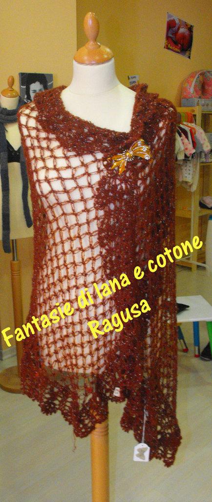 Scialle per donna a punto gelsomino  con spilla gioiello 100% artigianale by Fantasie di lana e cotone - Ragusa