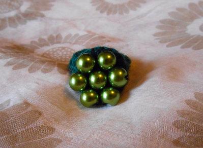 Anello uncinetto con perle verdi