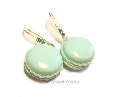 Orecchini macarons color Tiffany - in fimo - con monachelle lunghe con strass azzurri