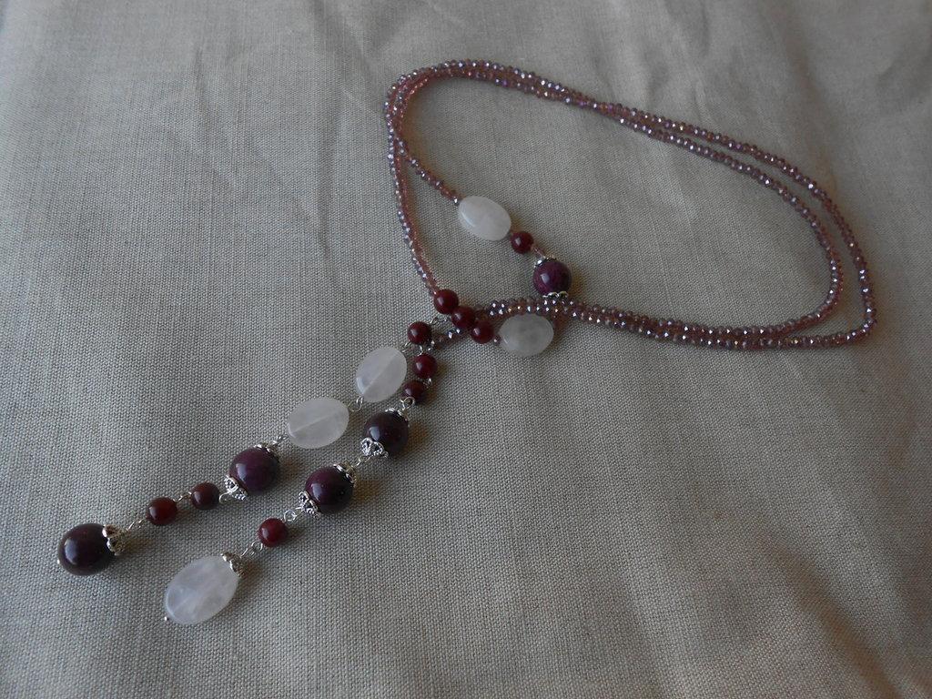 Collana a cappio fatta a mano con cristalli rosa ,agate viola e quarzi rosa, idea regalo.