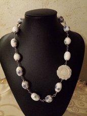 collana con perle  ovali in ceramica  e rosa double face