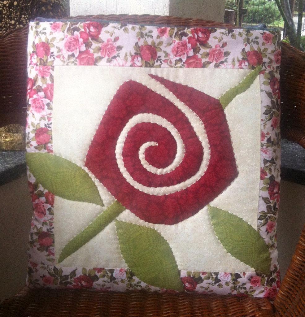 cuscino quillow rose - un cuscino con dentro un plaid