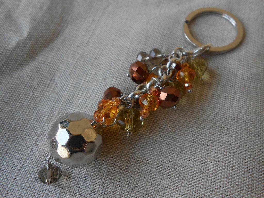 Portachiavi gioiello fatto a mano con cristalli giallo dorati e sfera in metallo argento ,idea regalo.