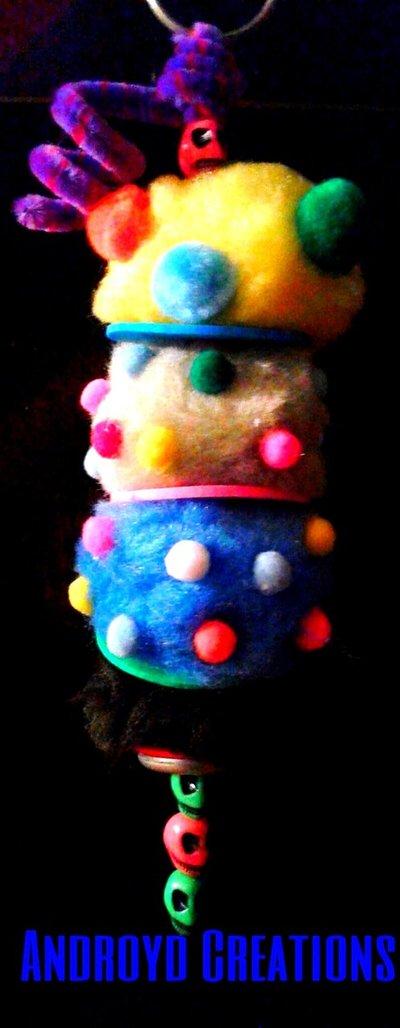 portachiave con pompom colorati