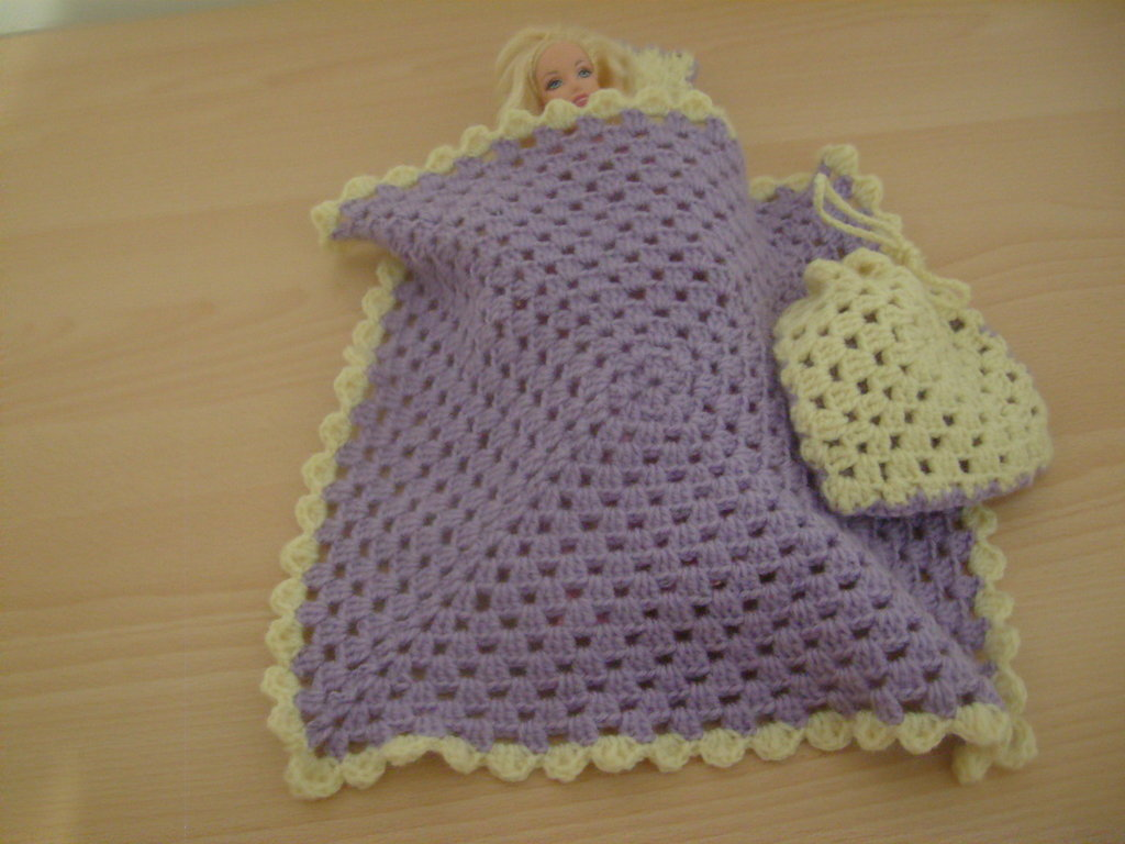 Copertina cuscino e sacchetto per bambola....Cover and pillow bag doll    .