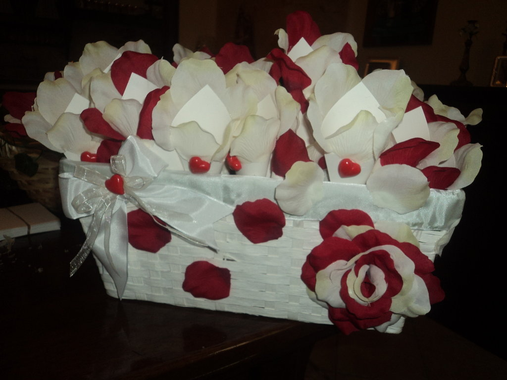 N 50 coni per riso confettata con cesto cuore rosso - Cesto porta coni di riso ...