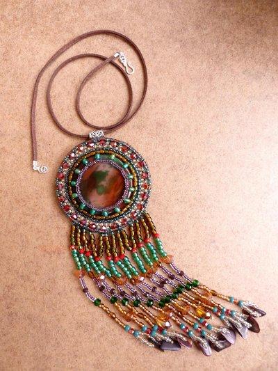 """Collana con pietre e perline fatta a mano con tecnica embroidery  """"Go west"""""""
