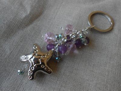 Portachiavi gioiello fatto a mano con cristalli rosa , pietre dure  viola e  stella in metallo stilizzata, idea regalo,