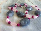 Collana in quarzo rosa, quarzo grigio e giada fucsia