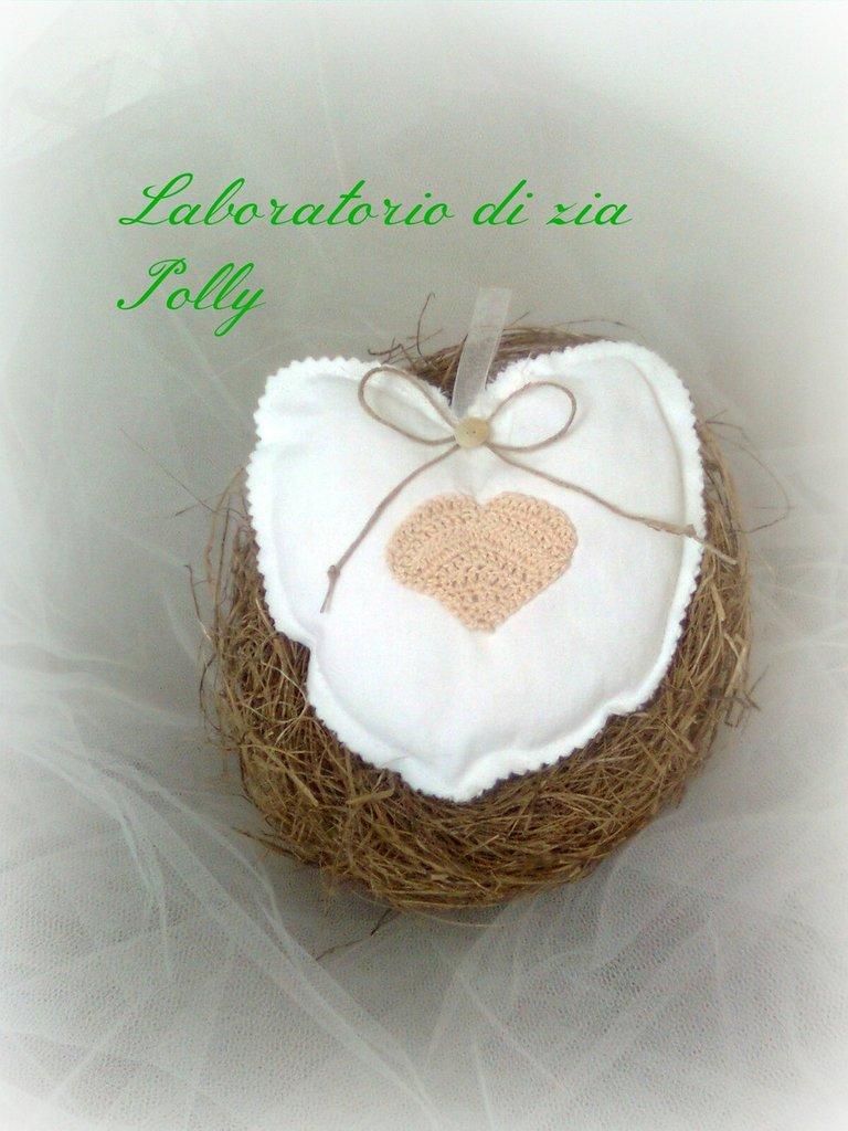 Cuore bianco con piccolo cuore a crochet