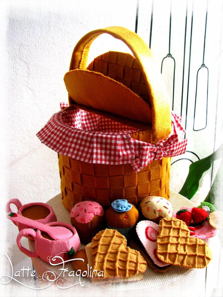 set da Picnic con i dolci,tazzine e piattino - feltro/pannolenci